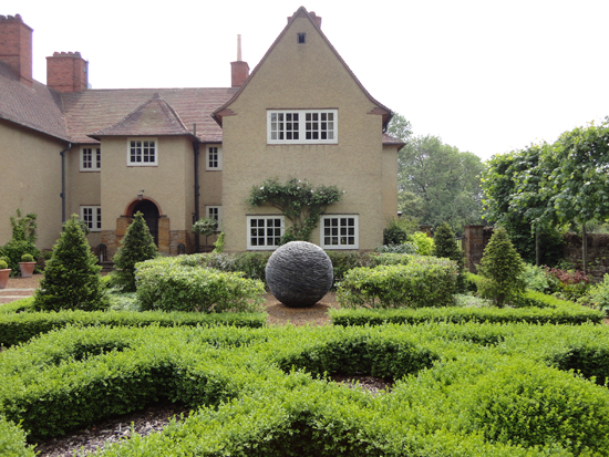 The cottage, front parterre