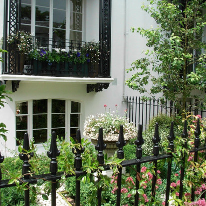 front garden design with urn london