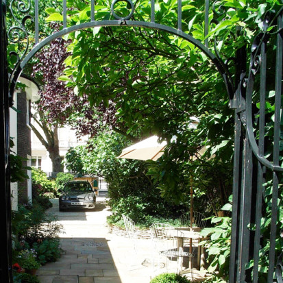 shady courtyard garden london